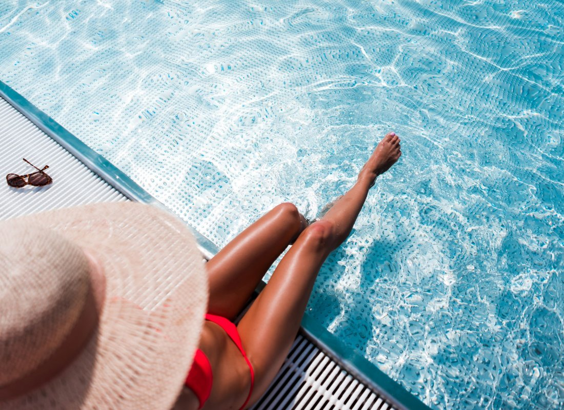 beauty-woman-in-luxury-pool-summer-free-photos-picjumbo-com
